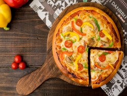 Veg Crispy Pizza